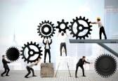 21139567-trabajo-en-equipo-trabaja-en-conjunto-para-construir-un-sistema-de-engranajes